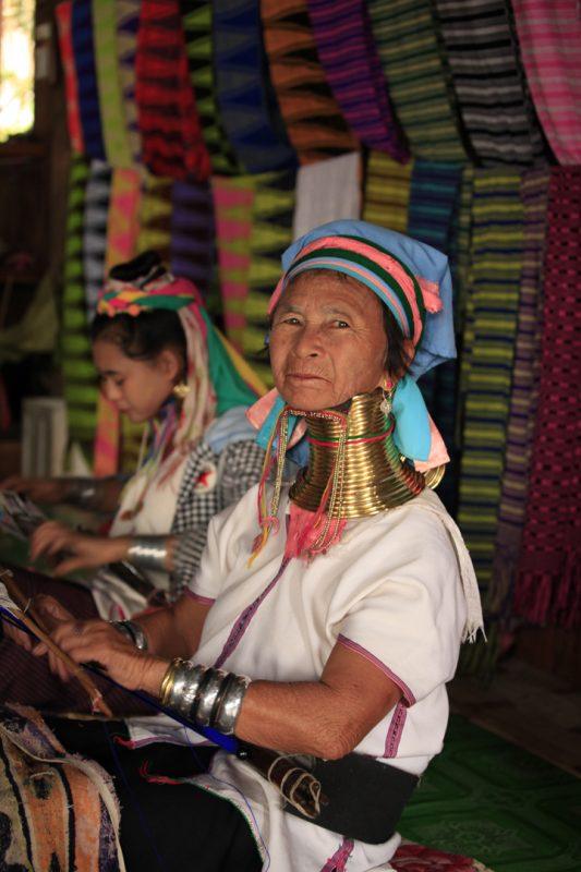 ミャンマーの少数民族カヤン人